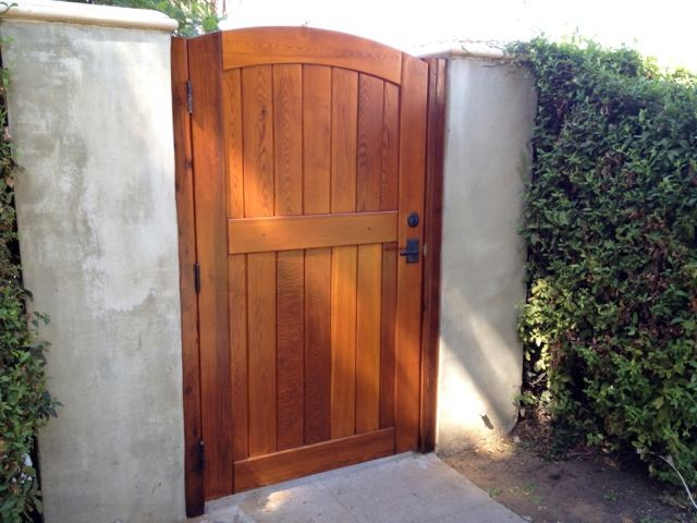 Signature Side Gate with Jambs, Leverset, Deadbolt traditional-landscape