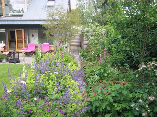 Garden contemporary-exterior