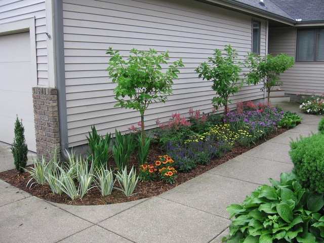 small condo entrance garden traditional landscape grand rapids