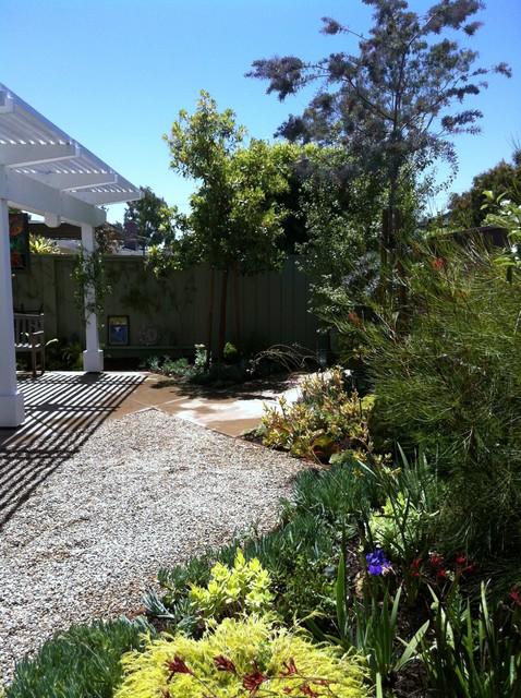 Small costa mesa condo back yard contemporary for Mesa landscape architects