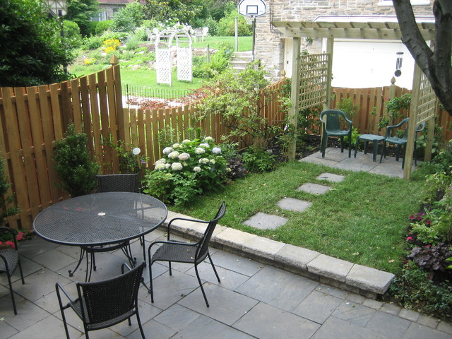 Small Living Space Philadelphia Traditional Landscape