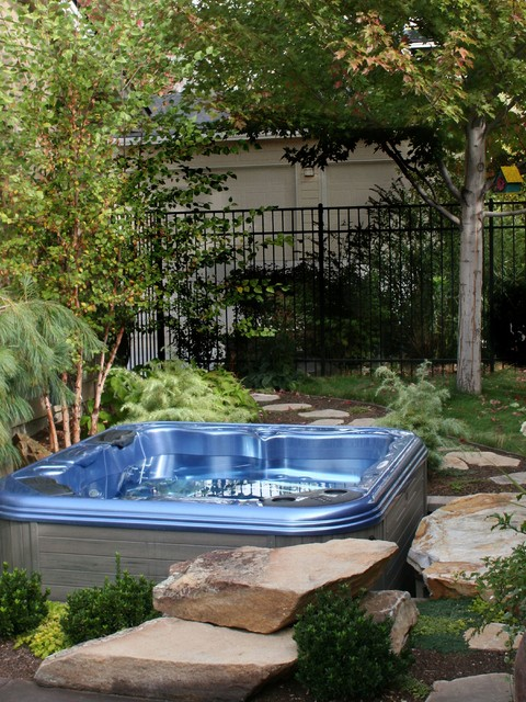 Small Yard Sunken Hot Tub - Traditional - Landscape ...