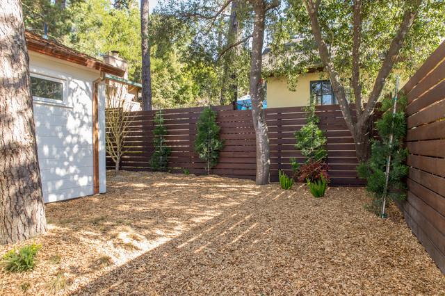 Design ideas for a small modern partial sun backyard mulch landscaping in San Francisco for fall.