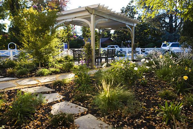 Sonoma cottage garden for Sonoma garden designs