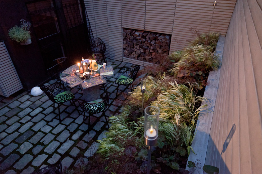 Photo of a contemporary landscaping in Boston.