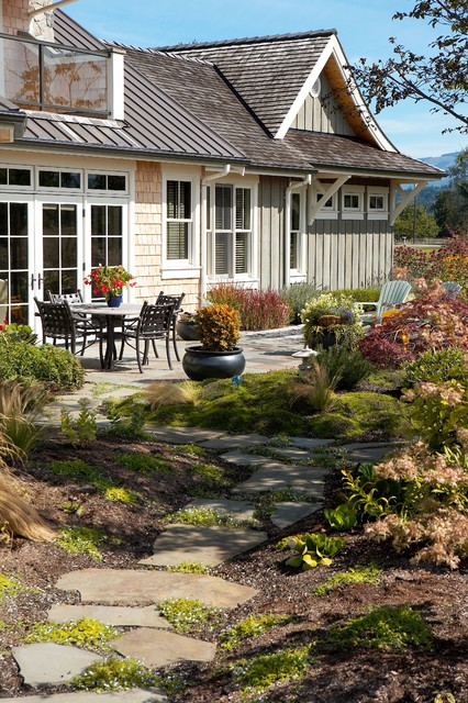 Superbe Inspiration For A Traditional Backyard Stone Landscaping In Seattle.