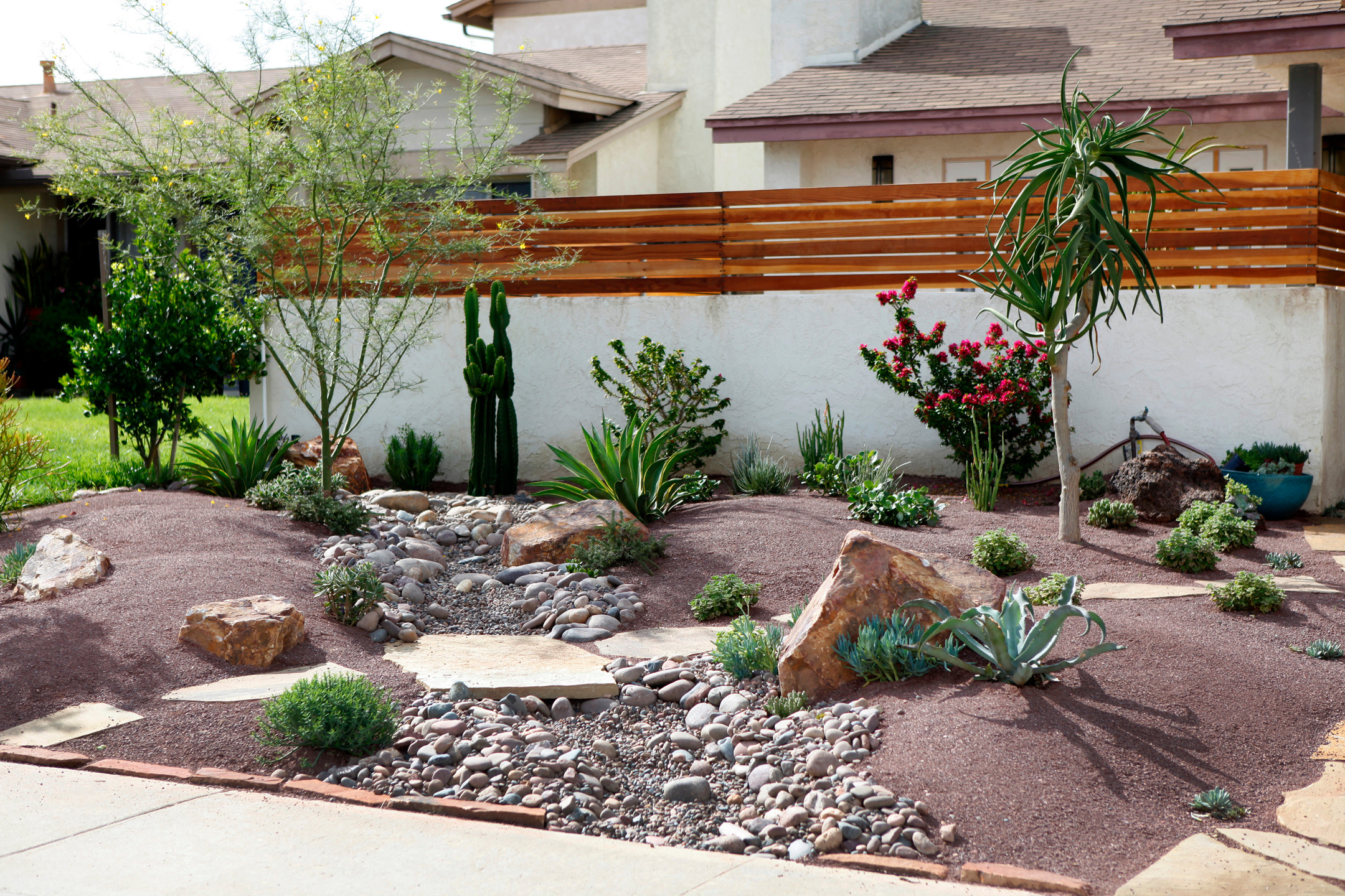 75 Desert Front Yard Landscaping Design Ideas You Can Actually Use 2021 Houzz