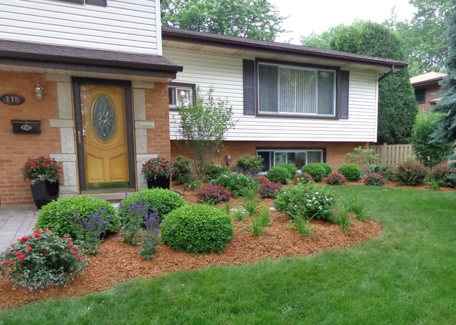 Split Foyer Home Landscaping : Split level landscape traditional chicago