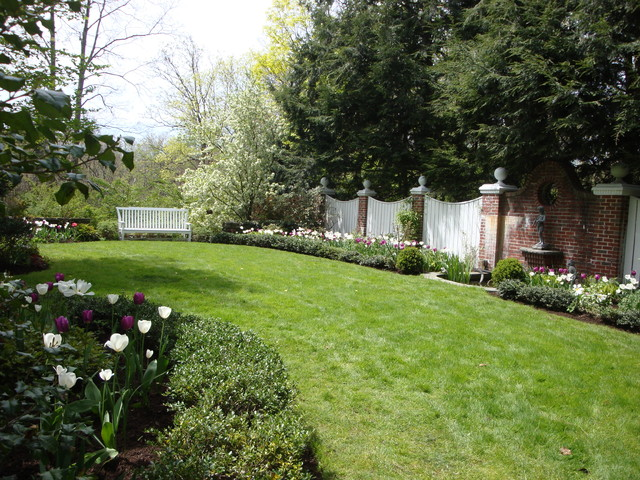 Spring bulb designs traditional landscape boston for Garden design questions