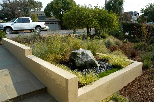 Stepped stucco walls traditional landscape san for Stucco garden wall designs