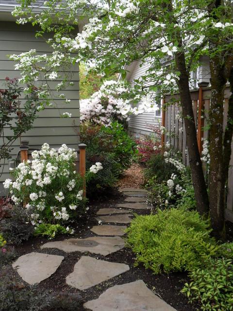 Stepping stone sideyard traditional landscape for Landscape design portland