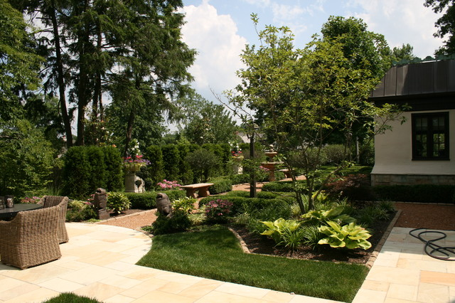 Stettinius Avenue Residence Traditional Landscape