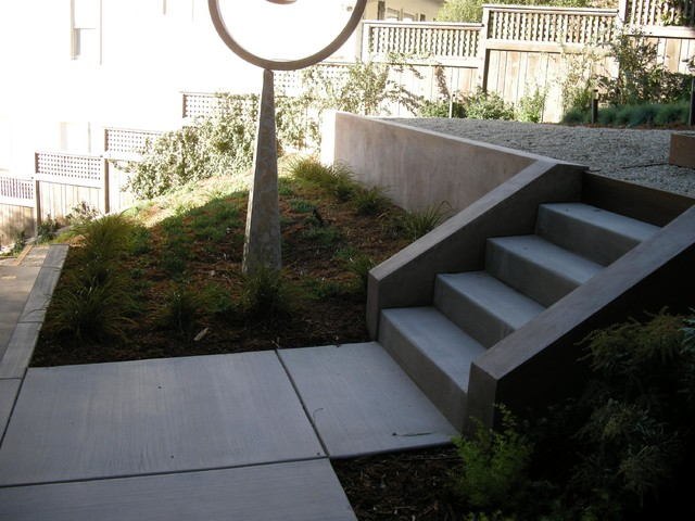 Stucco retaining wall and stairs traditional landscape for Stucco garden wall designs