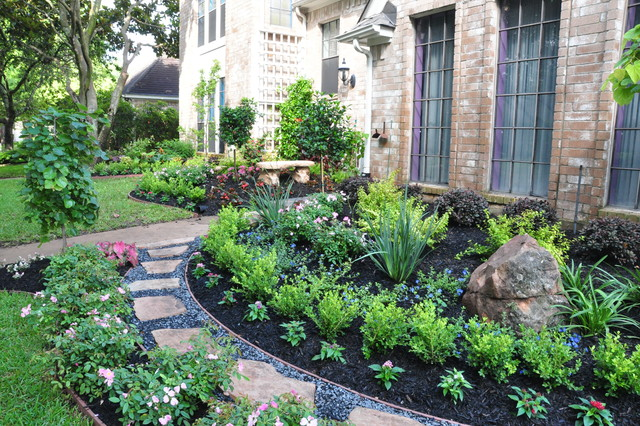 Sugarland Front Yard Traditional Landscape Houston