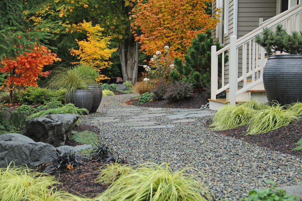 Inspiration for a contemporary gravel landscaping in Seattle for fall.