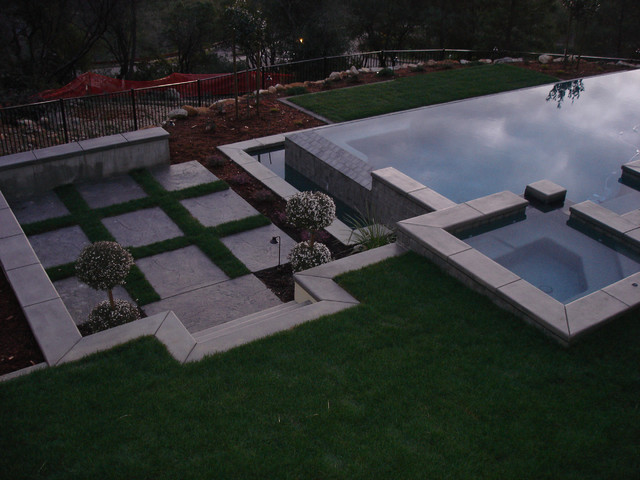Sunken Seating Area By Pool Traditional Garden