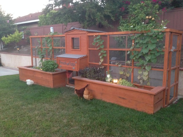 Merveilleux Symmetrical Garden Chicken Coop Garden
