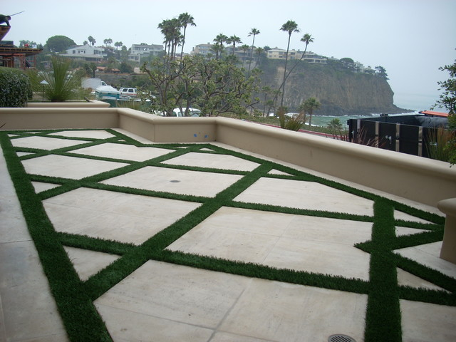 Synthetic grass grids pavers stepping stones for Grid landscape design