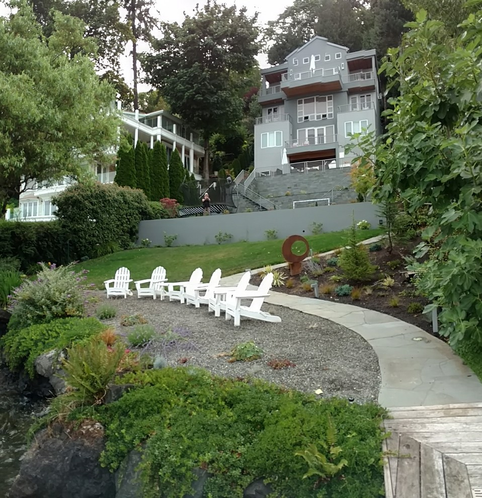 Inspiration for a contemporary full sun side yard landscaping in Seattle.