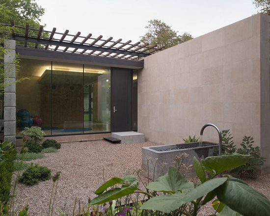 Gravel courtyards home design ideas pictures remodel and for Courtyard landscaping ottawa