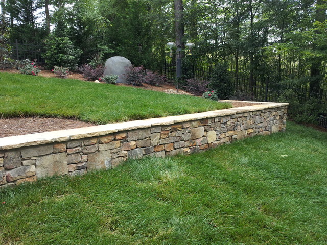 Tennessee field stone retaining walls planters for Stone retaining wall ideas