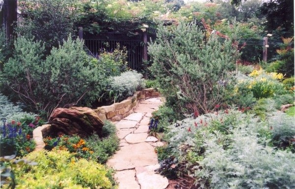 Inspiration for a traditional landscaping in Dallas.