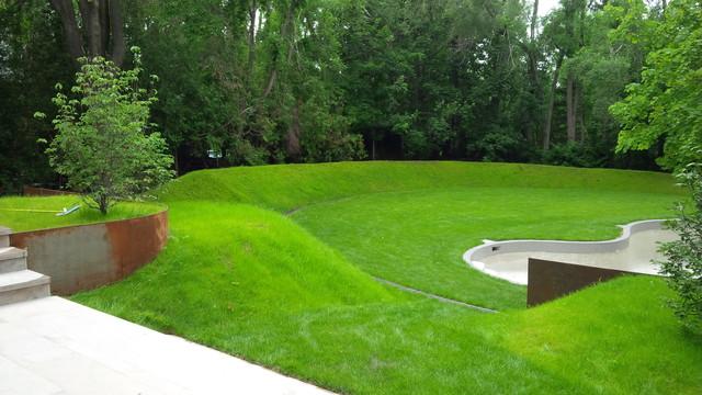 The berm job modern landscape toronto by arbordale for Landscape berm design