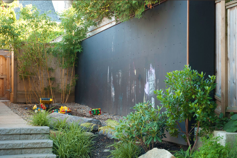 Inspiration for a contemporary landscaping in Vancouver.