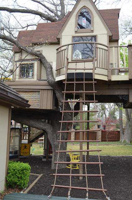 The Most Incredible Kids' Tree House You'll Ever See? eclectic-landscape