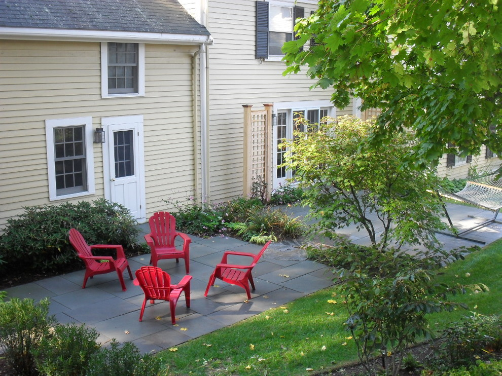 Inspiration for a transitional landscaping in Boston.
