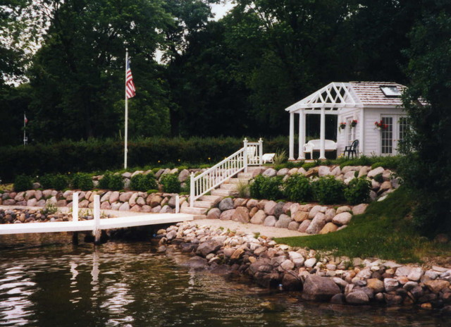 Tiered landscaping design ideas lakefront property lake for Lakefront landscaping photos