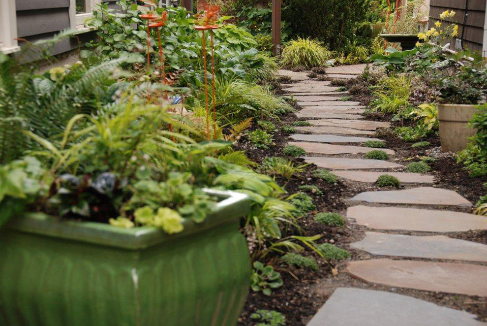 Design ideas for an eclectic side yard stone landscaping in Seattle.