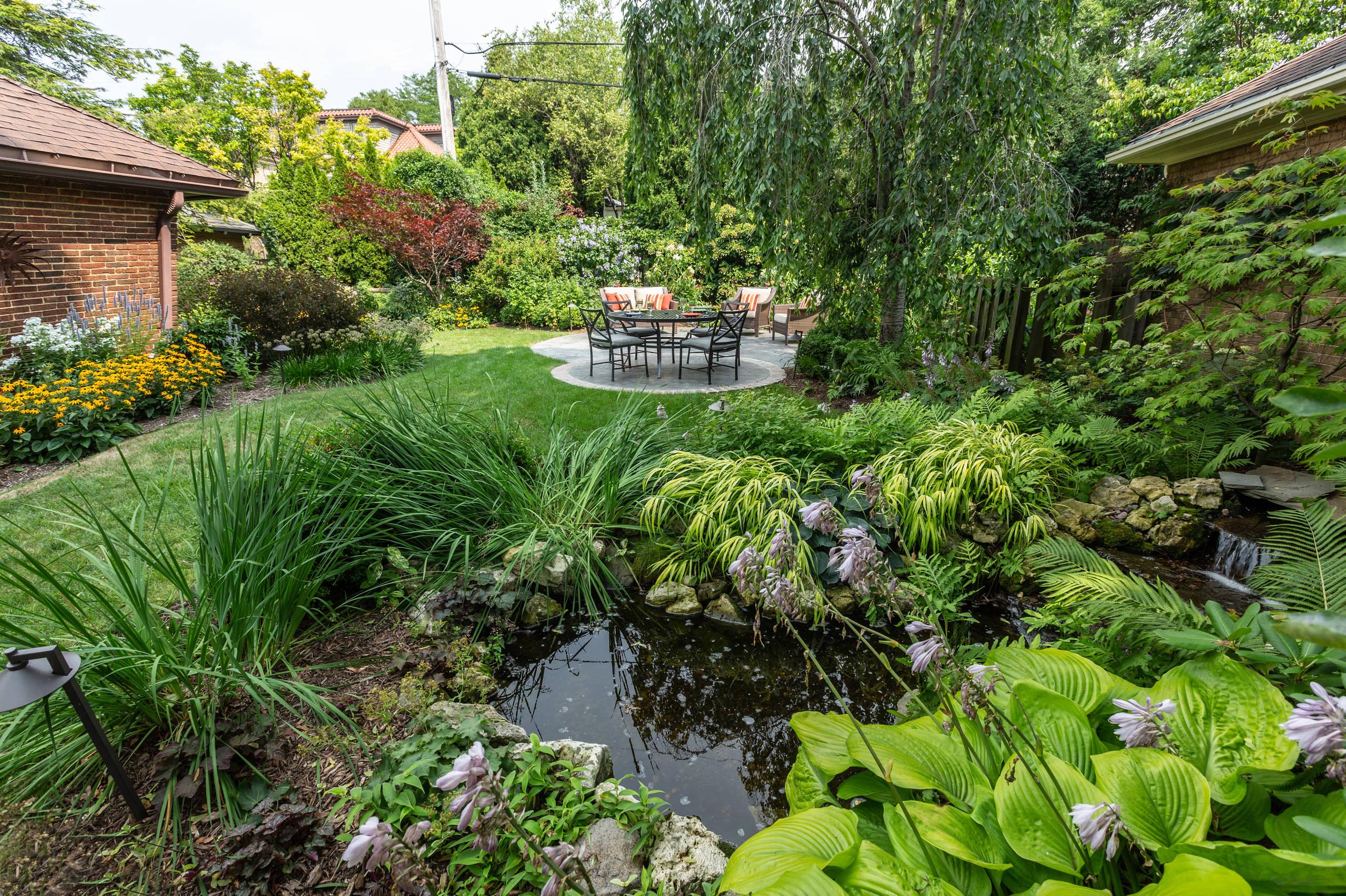 Traditional Backyard Landscape - Milwaukee