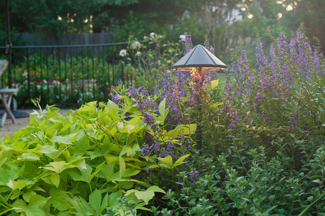 Traditional garden getaway traditional garden for Garden getaway designs