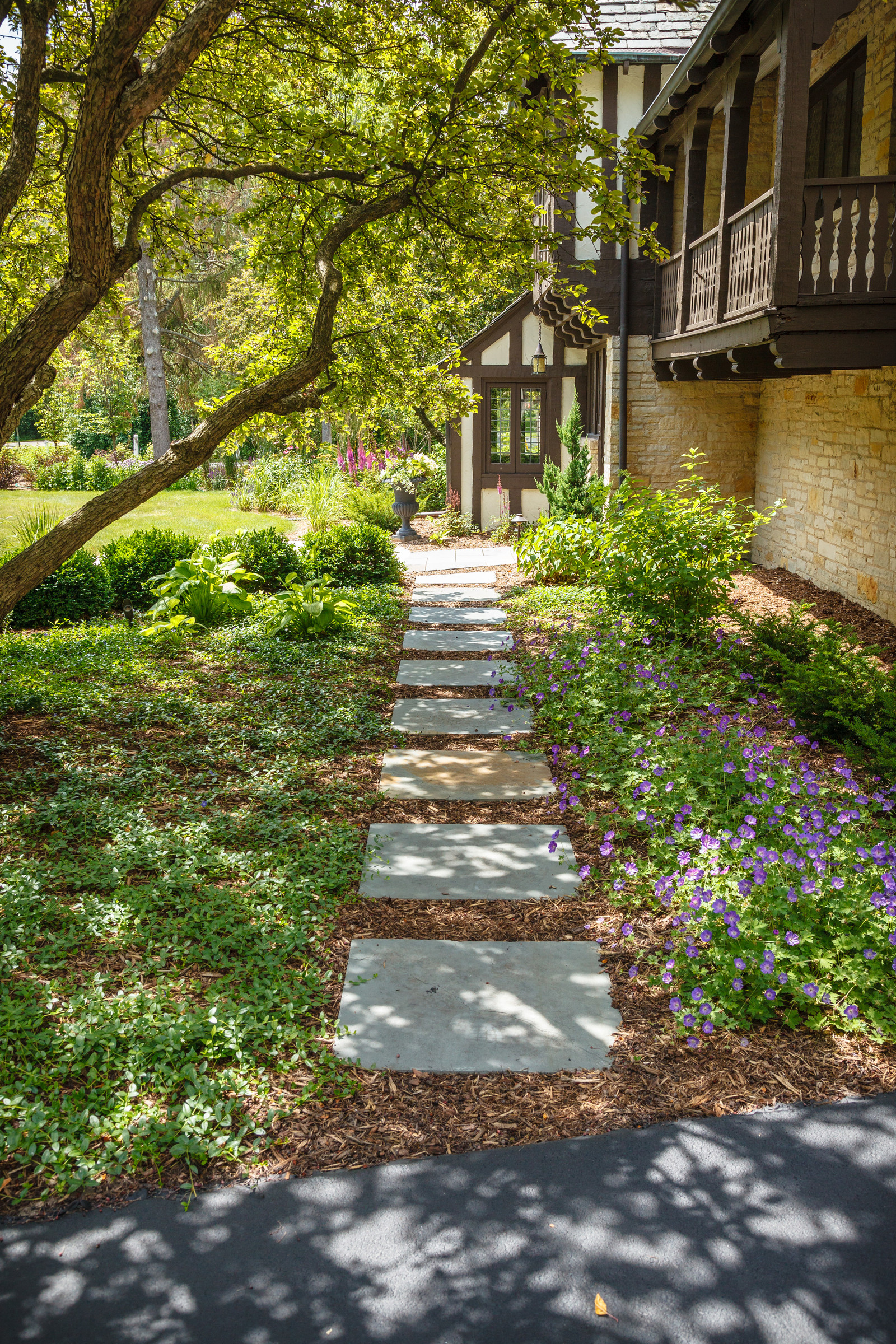 Traditional Garden Path - Fox Point
