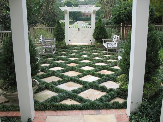 traditional landscape by Botanica Atlanta Landscape Design