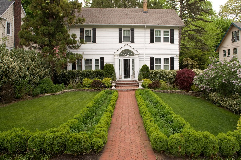 Inspiration for a traditional front yard brick landscaping in New York.