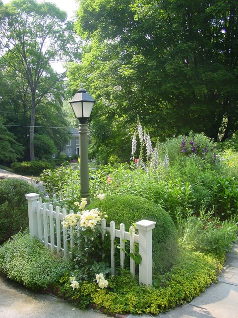 cottage garden entry