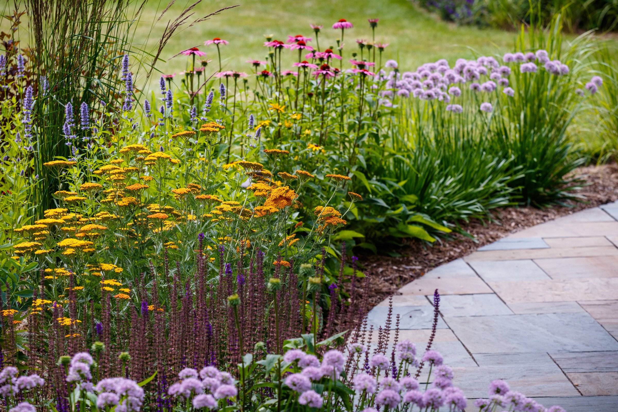 Traditional Perennial Garden - Fox Point