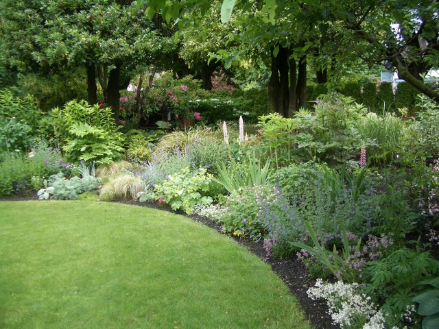 Traditional perennial traditional landscape for English garden design