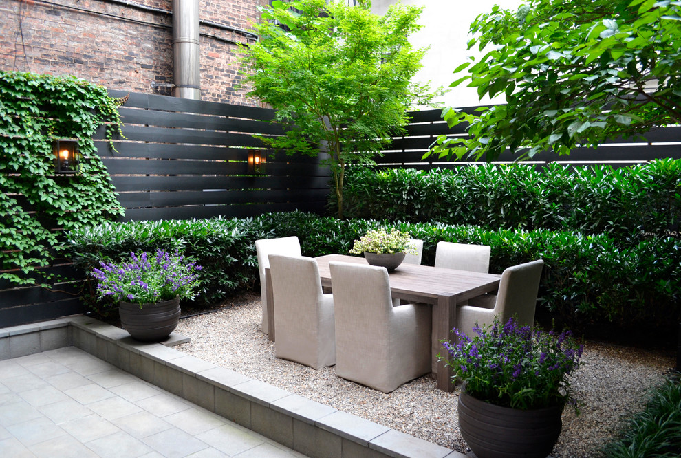 Photo of a transitional landscaping in New York.