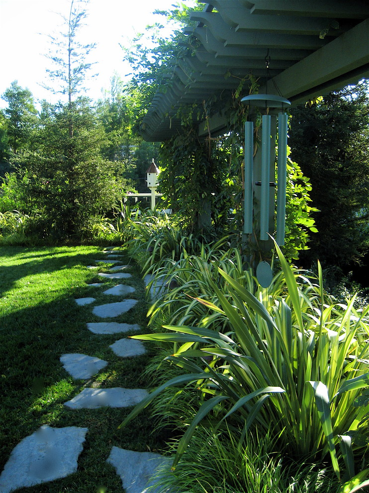 Design ideas for a traditional backyard stone landscaping in Los Angeles.