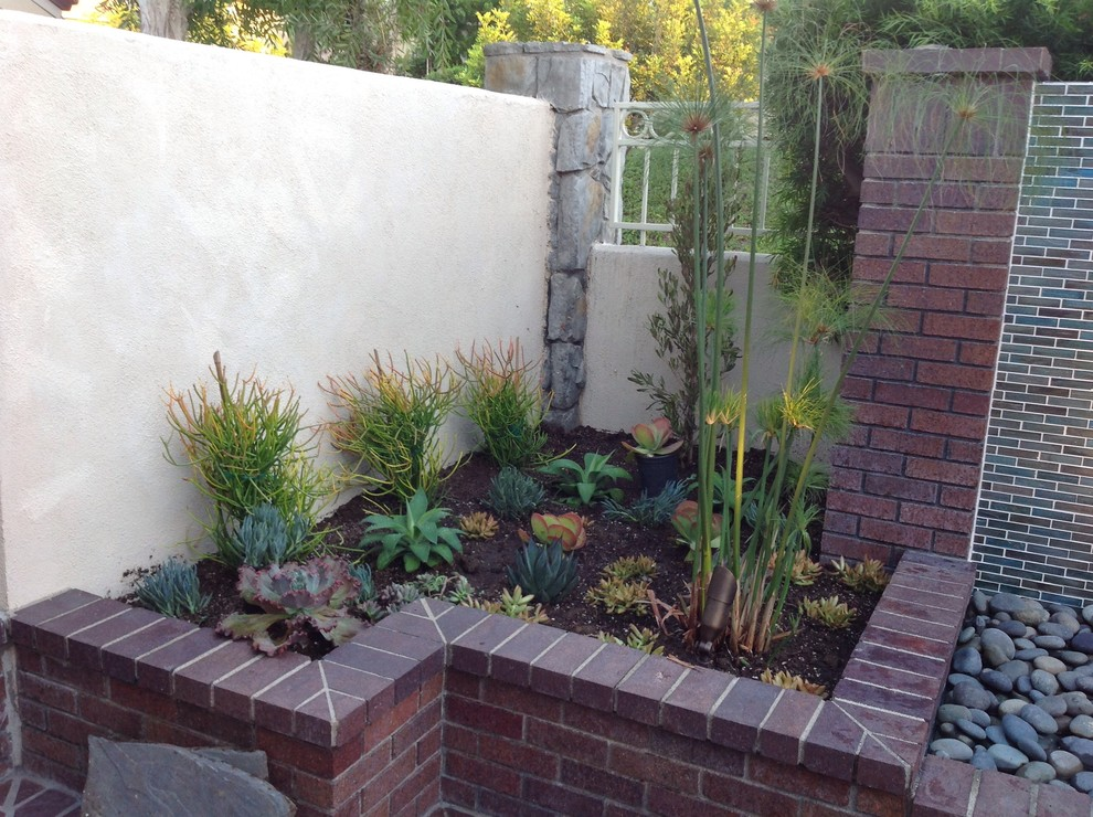 Design ideas for a transitional landscaping in Orange County.