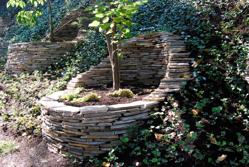 Inspiration for an eclectic retaining wall landscape in Philadelphia.
