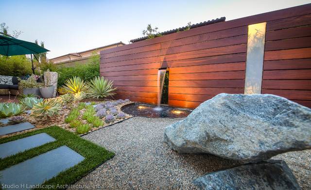 Unique Modern Water Feature & Garden Light Design - Contemporary