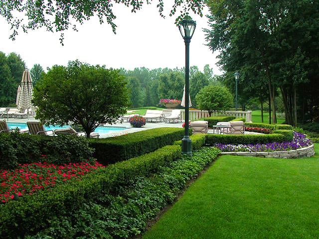 Upscale residential estate landscape in clinton twp mi for Landscapers in my area