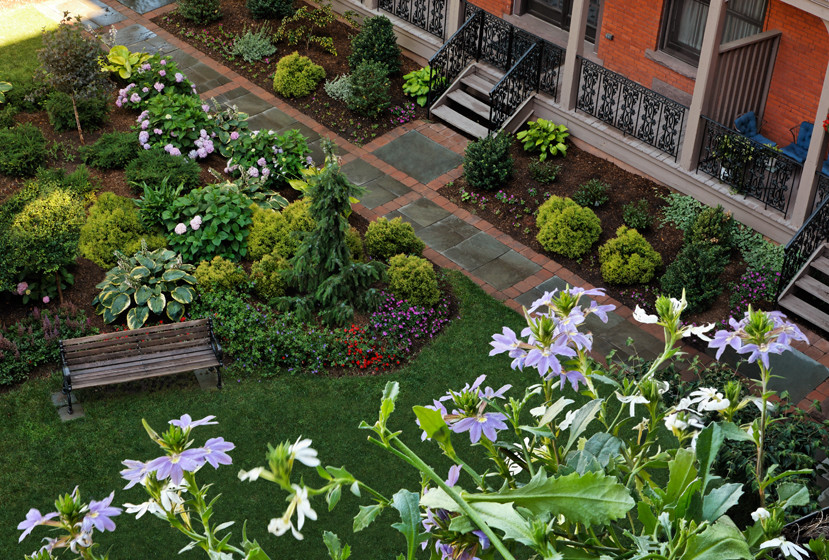 Design ideas for a traditional landscaping in Bridgeport.