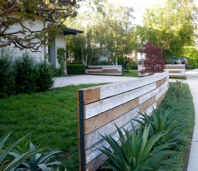 Modern Or Rustic Front Landscape Design: Urban Meadow In Rustic Canyon