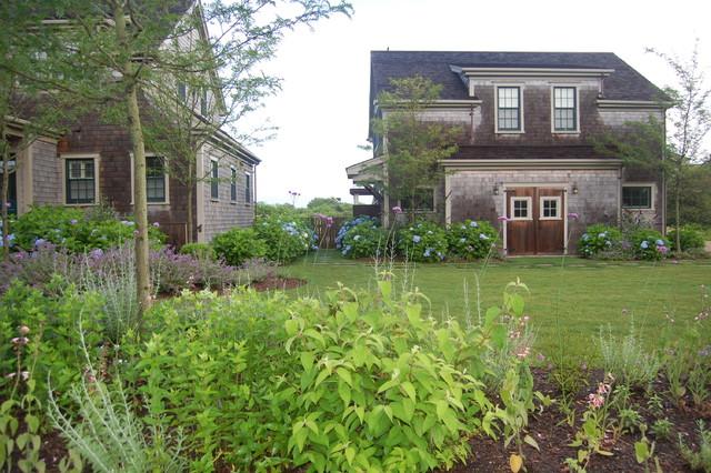Varied Residences traditional-landscape
