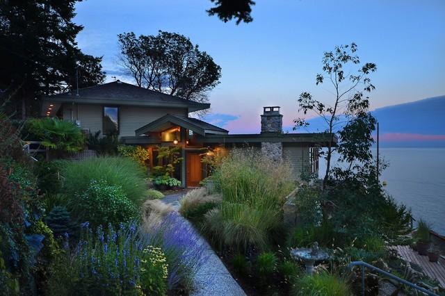 Variety of Spani Custom Homes contemporary-landscape